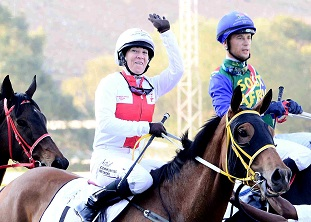 Hayley Turner rides a winner at her final meeting